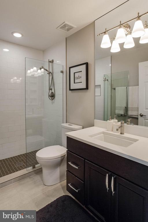 Modern Hall Bath - 3001 FALLSWOOD GLEN CT, FALLS CHURCH