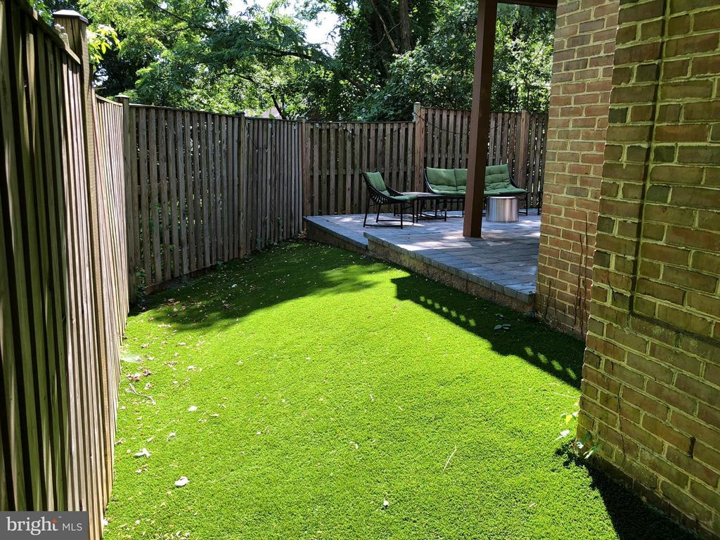 Artificial Grass for Low Maintenance - 3001 FALLSWOOD GLEN CT, FALLS CHURCH