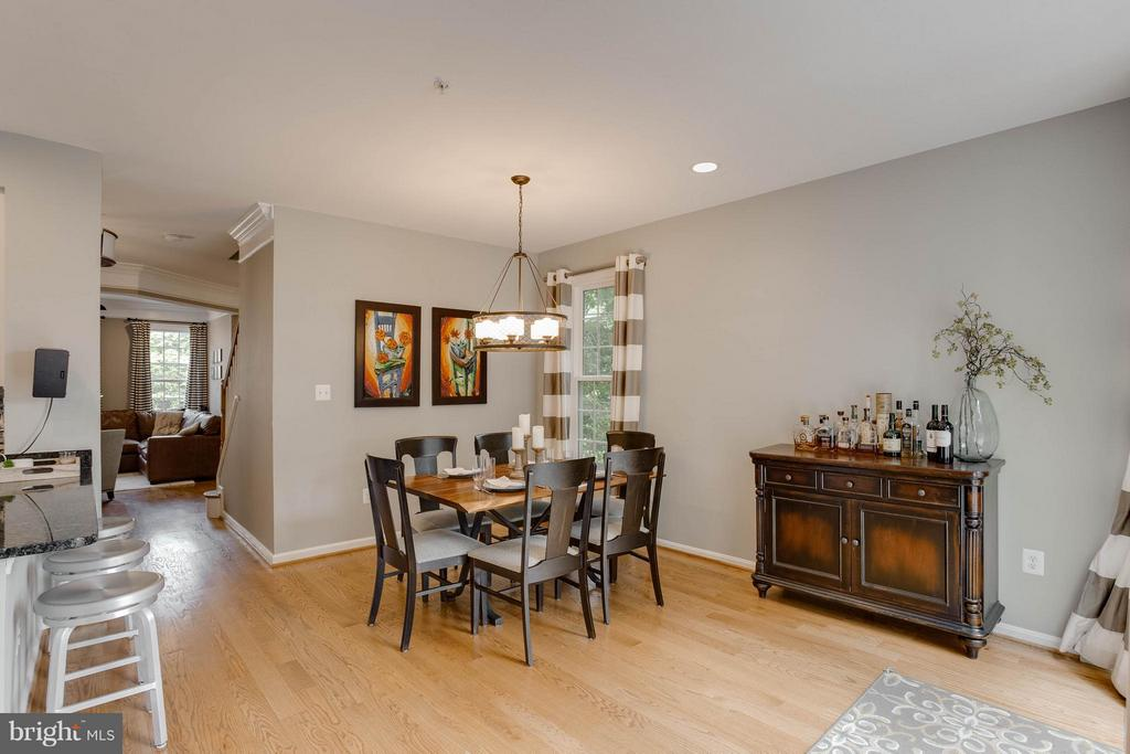 Open Concept Great for Entertaining - 3001 FALLSWOOD GLEN CT, FALLS CHURCH