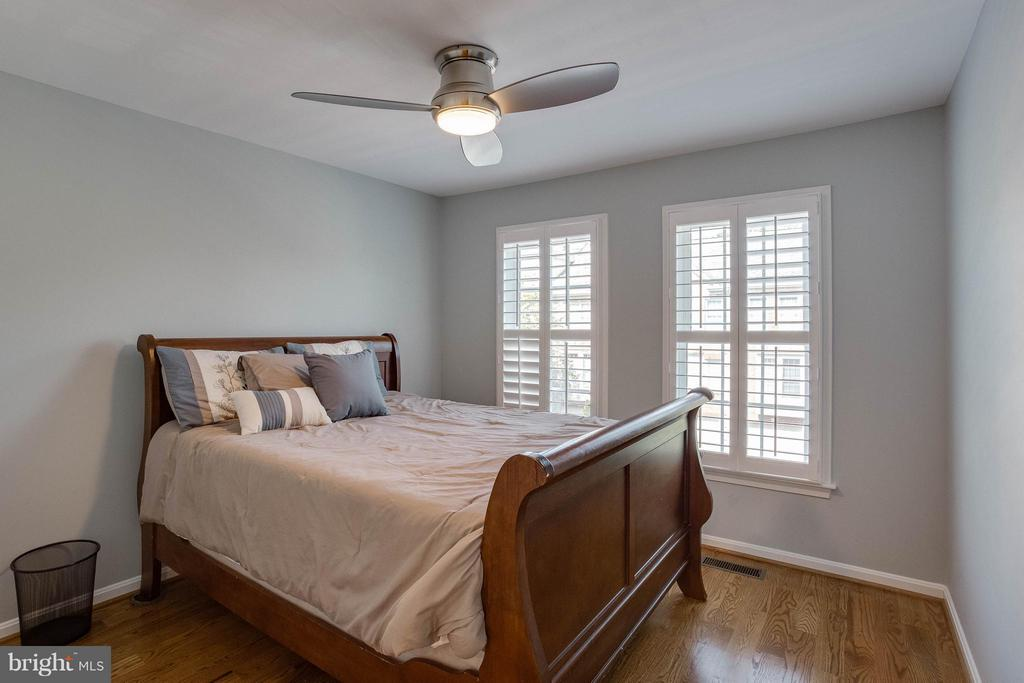 Spacious Secondary Bedroom - 3001 FALLSWOOD GLEN CT, FALLS CHURCH