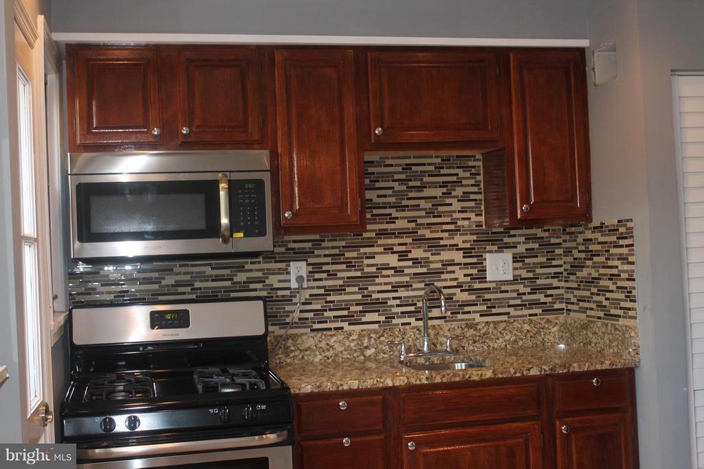 Kitchen - 4924 JAY ST NE, WASHINGTON