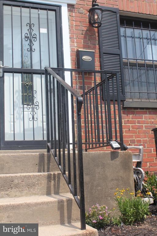 Exterior (Front) - 4924 JAY ST NE, WASHINGTON
