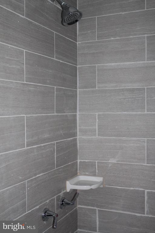 Bath - 4924 JAY ST NE, WASHINGTON