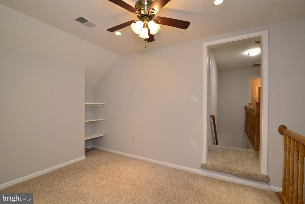 Loft on Upper Level - 11206 BRADBURY LN, RESTON