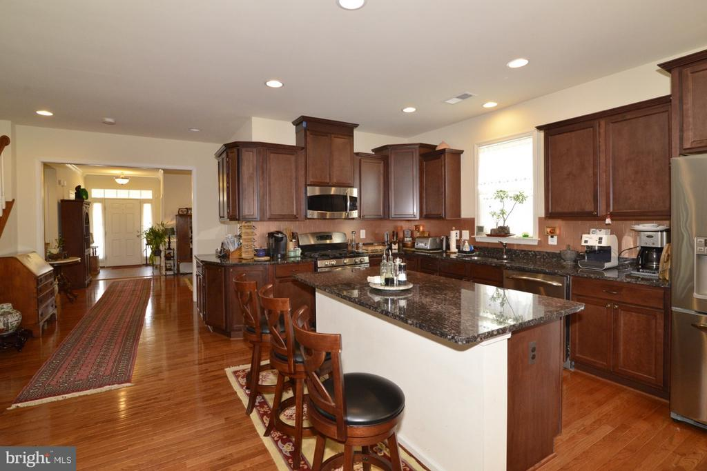 Kitchen Island/ Breakfast Bar - 21203 NED DR, ASHBURN