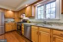 Updated kitchen with propane cooking - 9879 HEMLOCK HILLS CT, MANASSAS