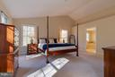 Vaulted ceilings in master bedroom - 9879 HEMLOCK HILLS CT, MANASSAS