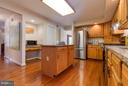 Center island - 9879 HEMLOCK HILLS CT, MANASSAS