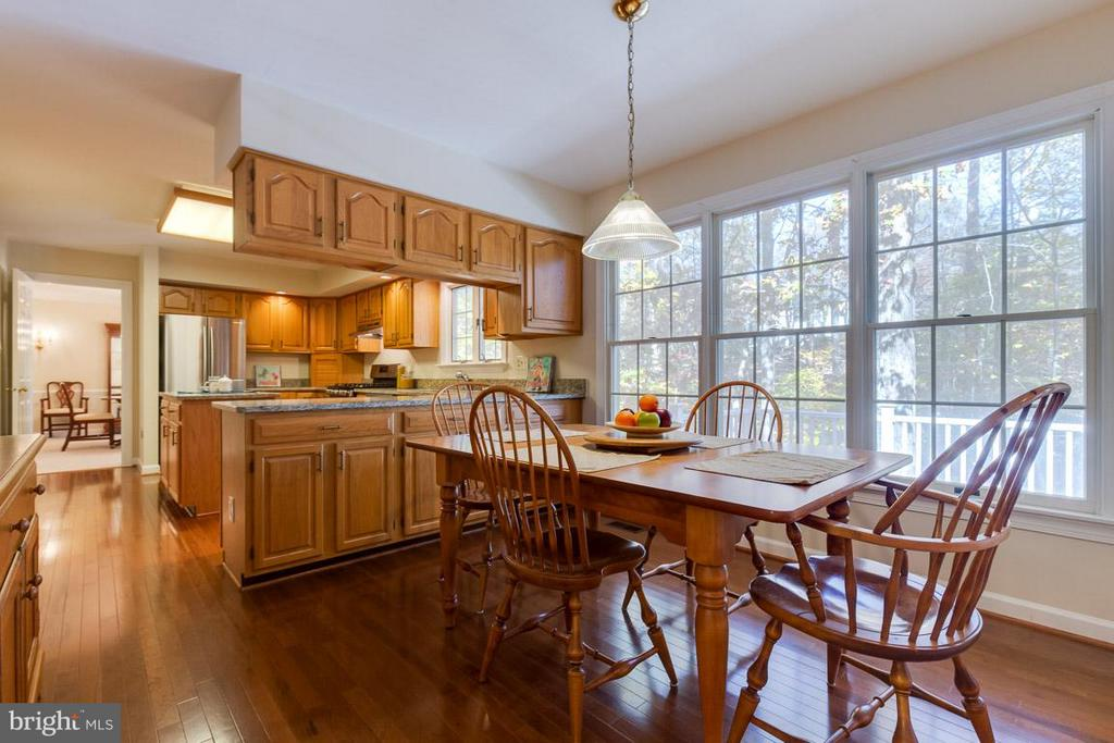Eat-in kitchen - 9879 HEMLOCK HILLS CT, MANASSAS