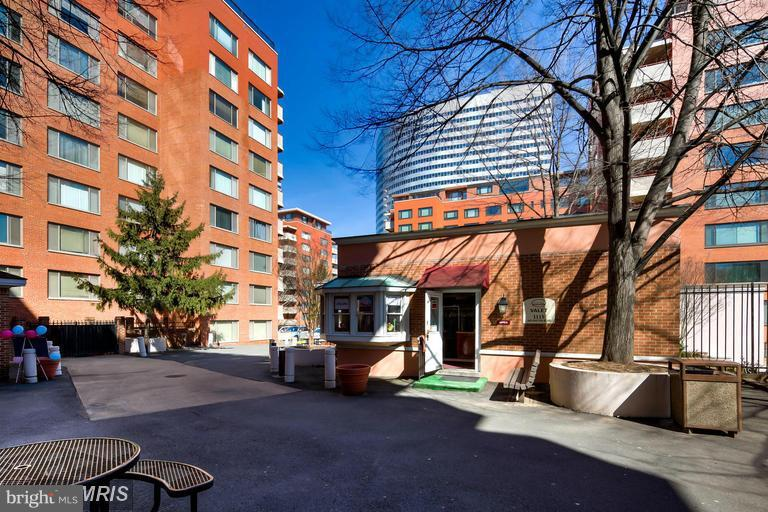 Community - 1021 ARLINGTON BLVD #706, ARLINGTON