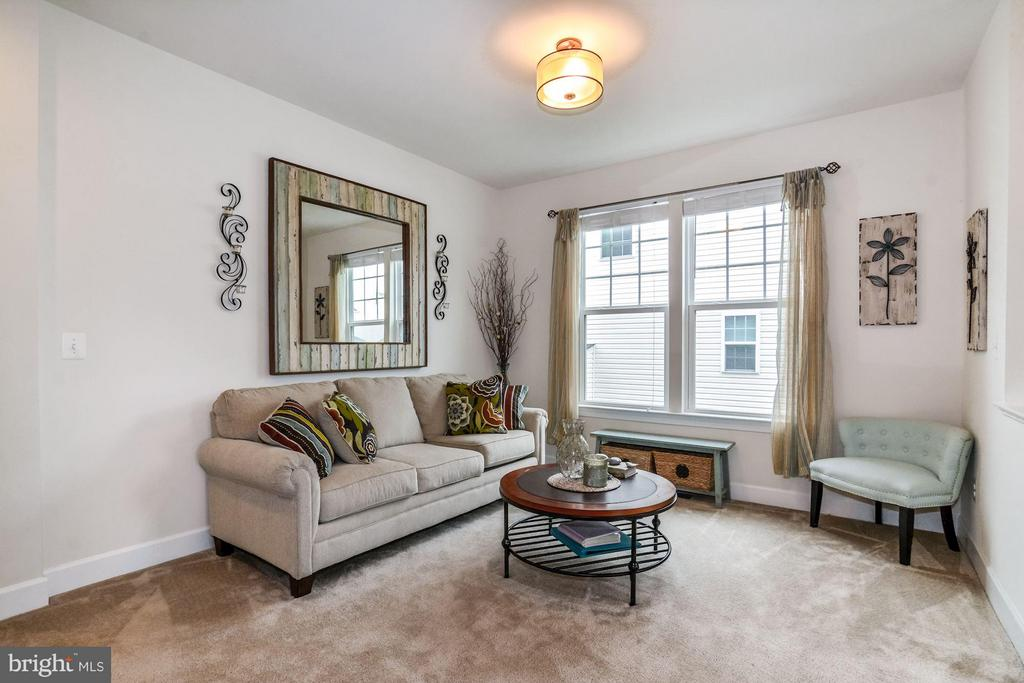 Living Room - 5651 SPRIGGS MEADOW DR, WOODBRIDGE