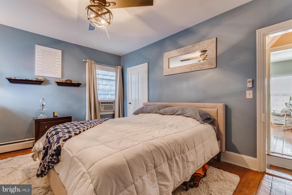Ceiling fan n bedroom - 425 QUEEN ST, ALEXANDRIA