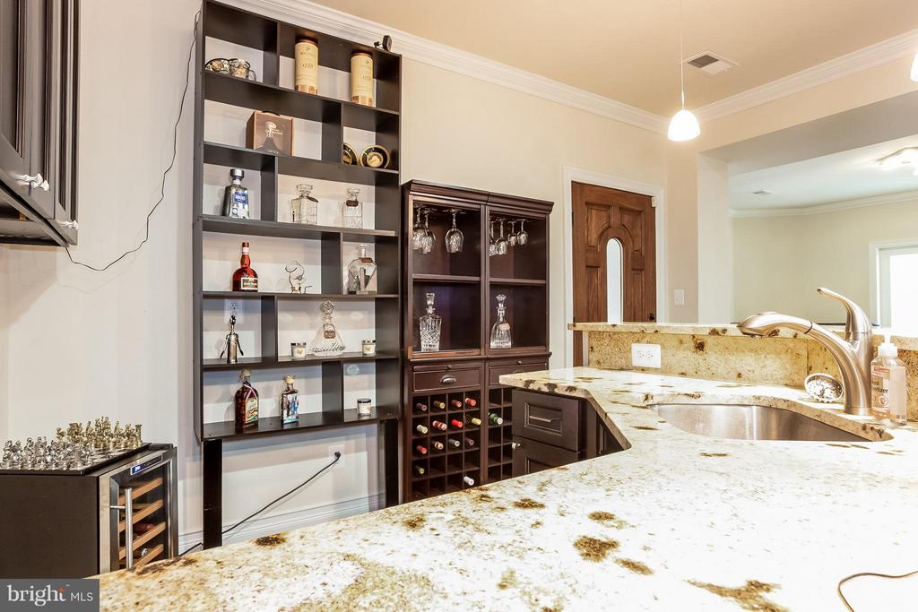 Full Wet Bar - LL - 4708 MONTGOMERY ST, ANNANDALE