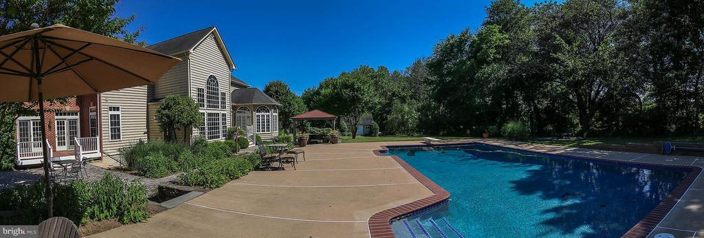 Fabulous in-ground pool - 18733 GROVE CHURCH CT, LEESBURG
