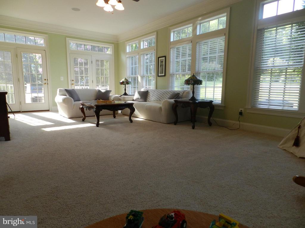 Window-filled  sunroom offers exit to rear yard - 18733 GROVE CHURCH CT, LEESBURG