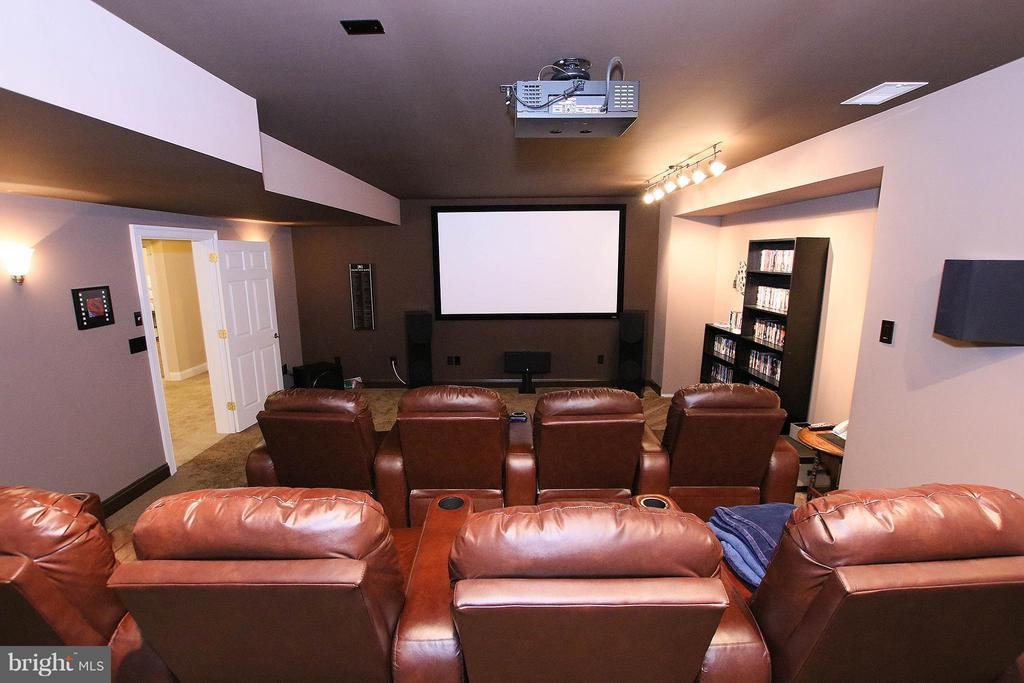 Private theater room with projector and screen - 18733 GROVE CHURCH CT, LEESBURG
