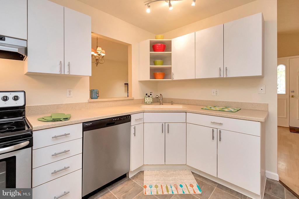 Kitchen - 704 YORKTOWN BLVD, LOCUST GROVE