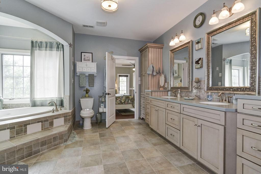 Bath - 17970 SWANS CREEK LN, DUMFRIES