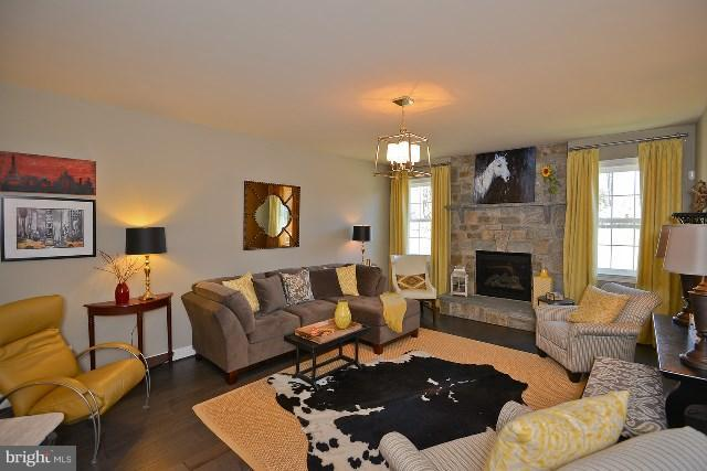 Family Room - Photo Similar to Home Being Built - 20556 KEIRA CT, STERLING