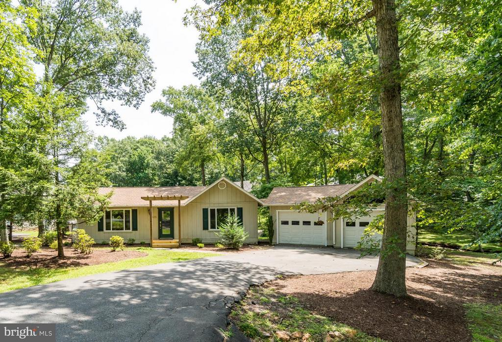Welcome to Lake Living!!! - 1435 LAKEVIEW PKWY, LOCUST GROVE