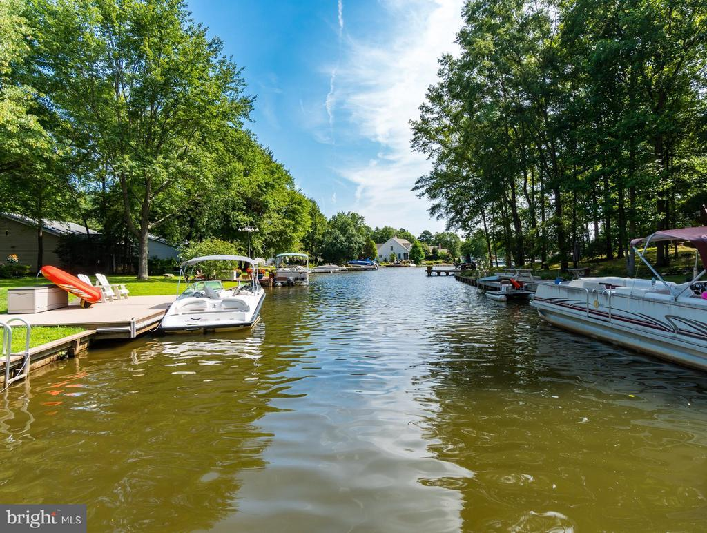 Waterfront Enjoyment Awaits!!! - 1435 LAKEVIEW PKWY, LOCUST GROVE