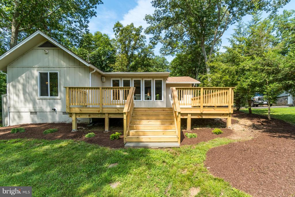 Beautiful New Deck!!! - 1435 LAKEVIEW PKWY, LOCUST GROVE