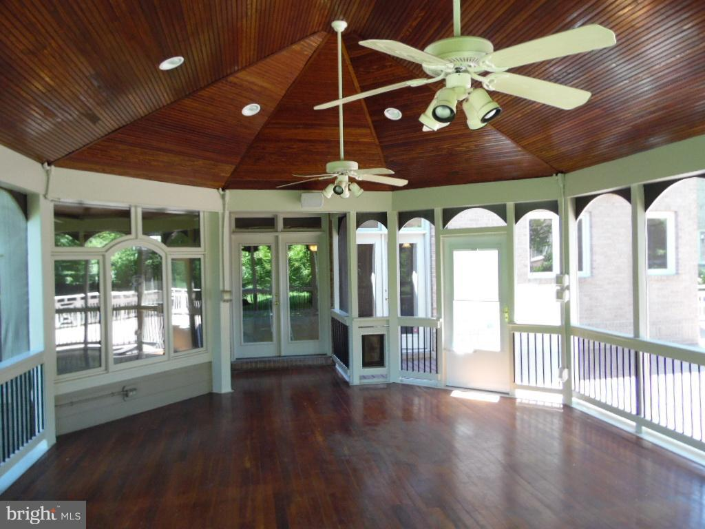 Portico - Mahogony Flooring - Teak Ceiling - 23077 OGLETHORPE CT, ASHBURN