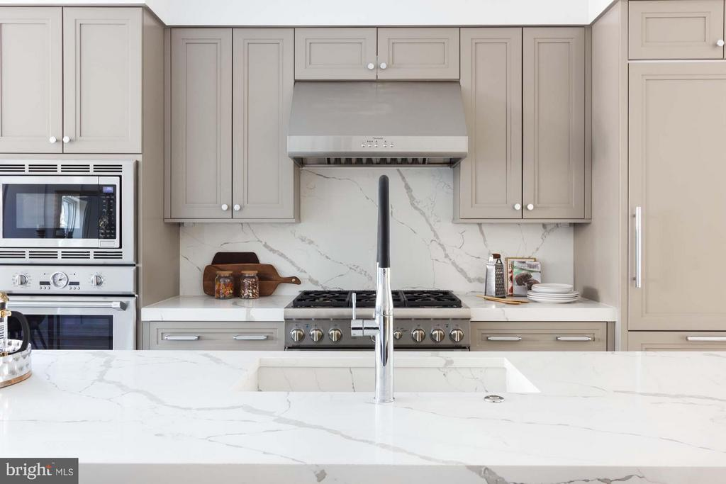 2019 Thermador Appliance Series w/Double Oven - 727 EUCLID ST NW #B, WASHINGTON