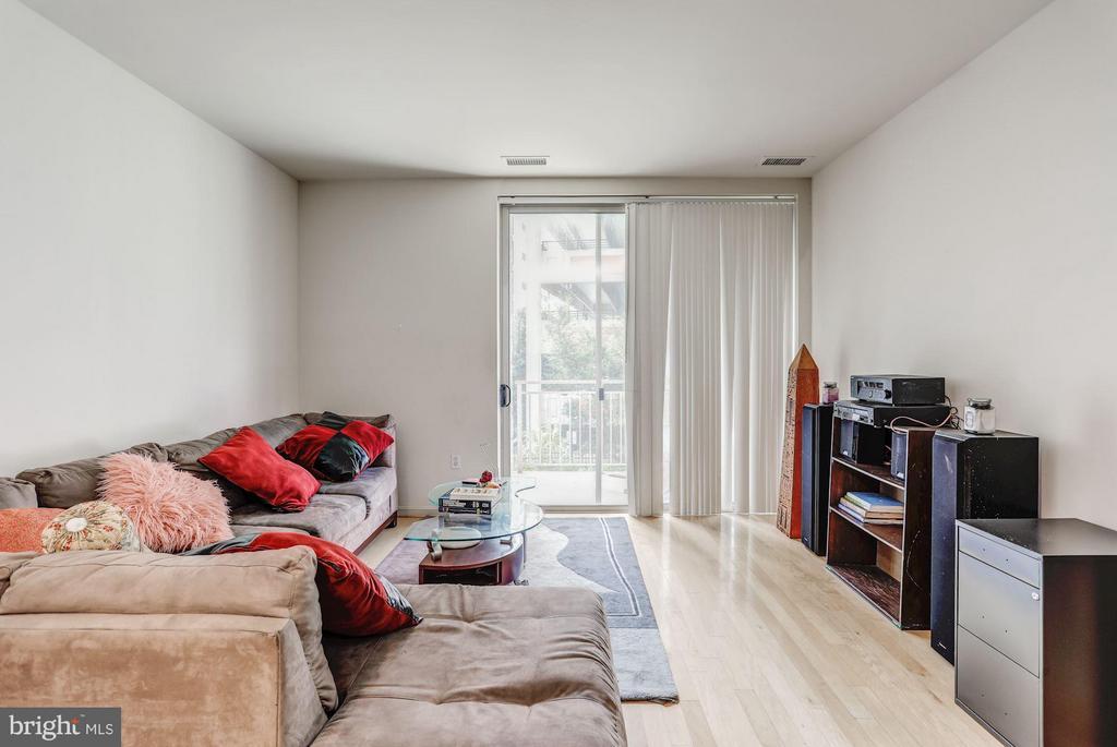 Living Room - 2726 GALLOWS RD #113, VIENNA
