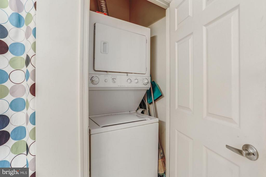 Washer and Dryer in-unit - 2726 GALLOWS RD #113, VIENNA