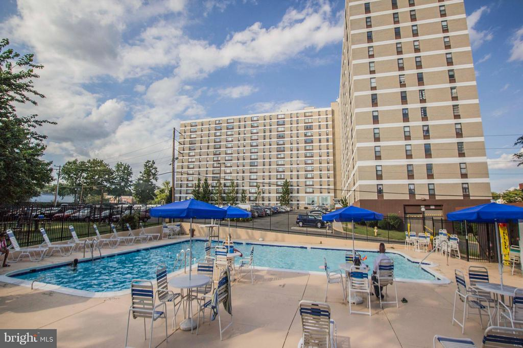 Outdoor Pool - 4600 DUKE ST #1500, ALEXANDRIA
