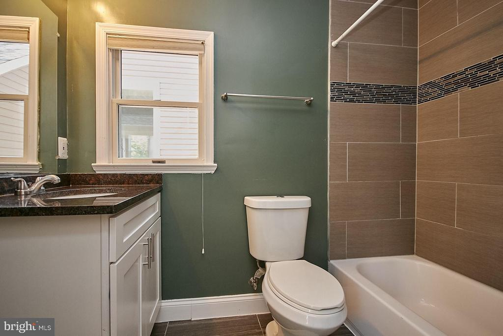 Full Private Bath - 13716 LELAND RD, CENTREVILLE