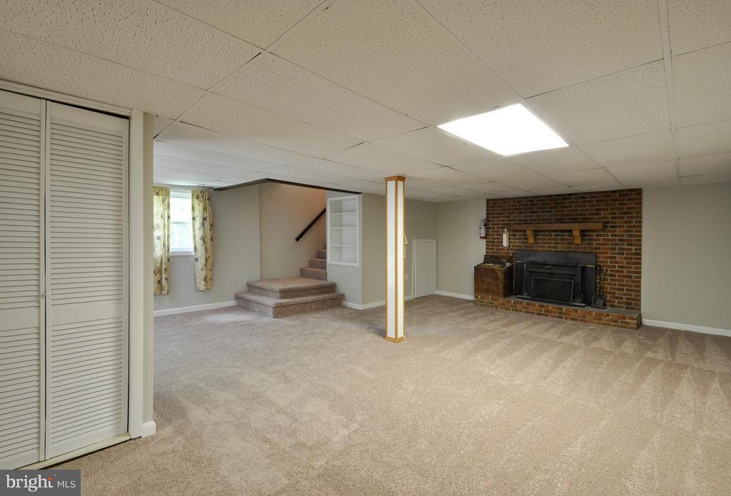 Lovely Fireplace in Family Room/ Rec Room - 406 OAKRIDGE DR, STAFFORD