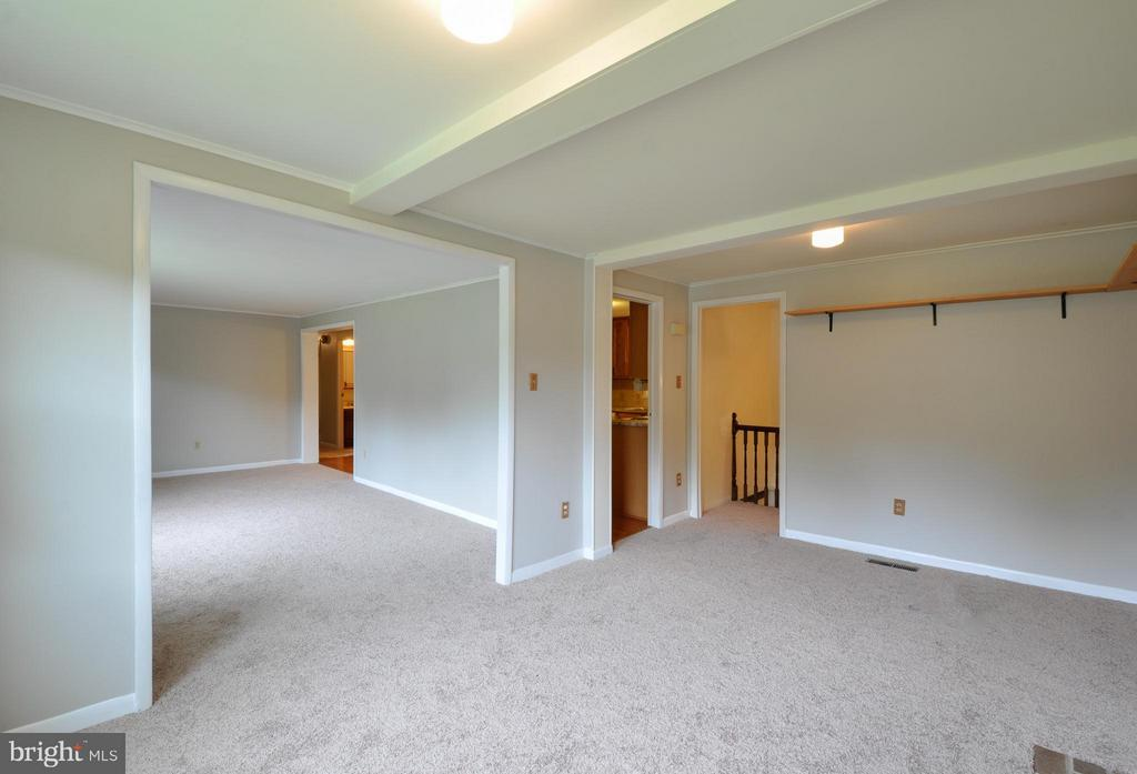 Great Space - 406 OAKRIDGE DR, STAFFORD