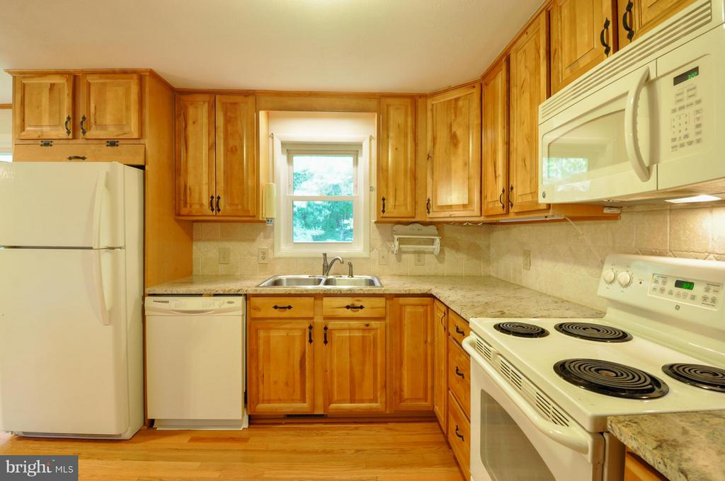 Newer Cabinets - 406 OAKRIDGE DR, STAFFORD