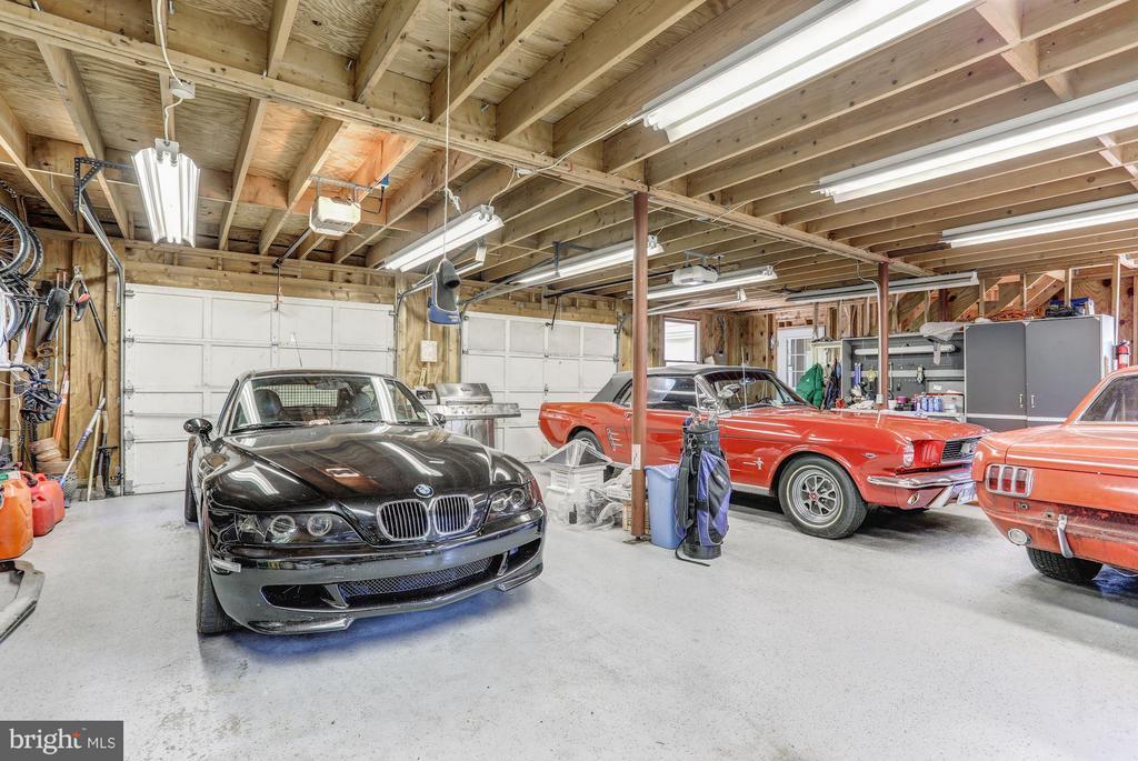 Garage - 23443 MELMORE PL, MIDDLEBURG