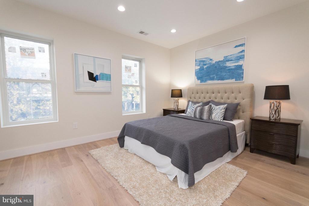 Bedroom (Master) with walkin closet - 642 COLUMBIA RD NW, WASHINGTON
