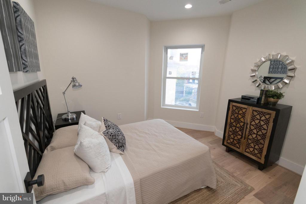 2nd Bedroom with large closet - 642 COLUMBIA RD NW, WASHINGTON