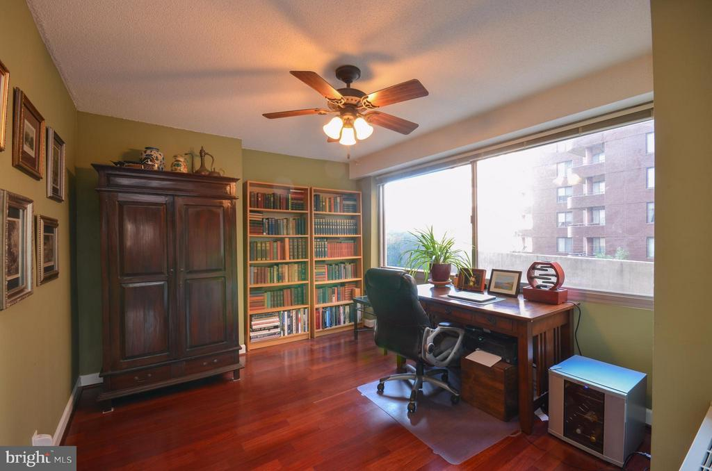 Dining room or office! - 5500 FRIENDSHIP BLVD #817N, CHEVY CHASE
