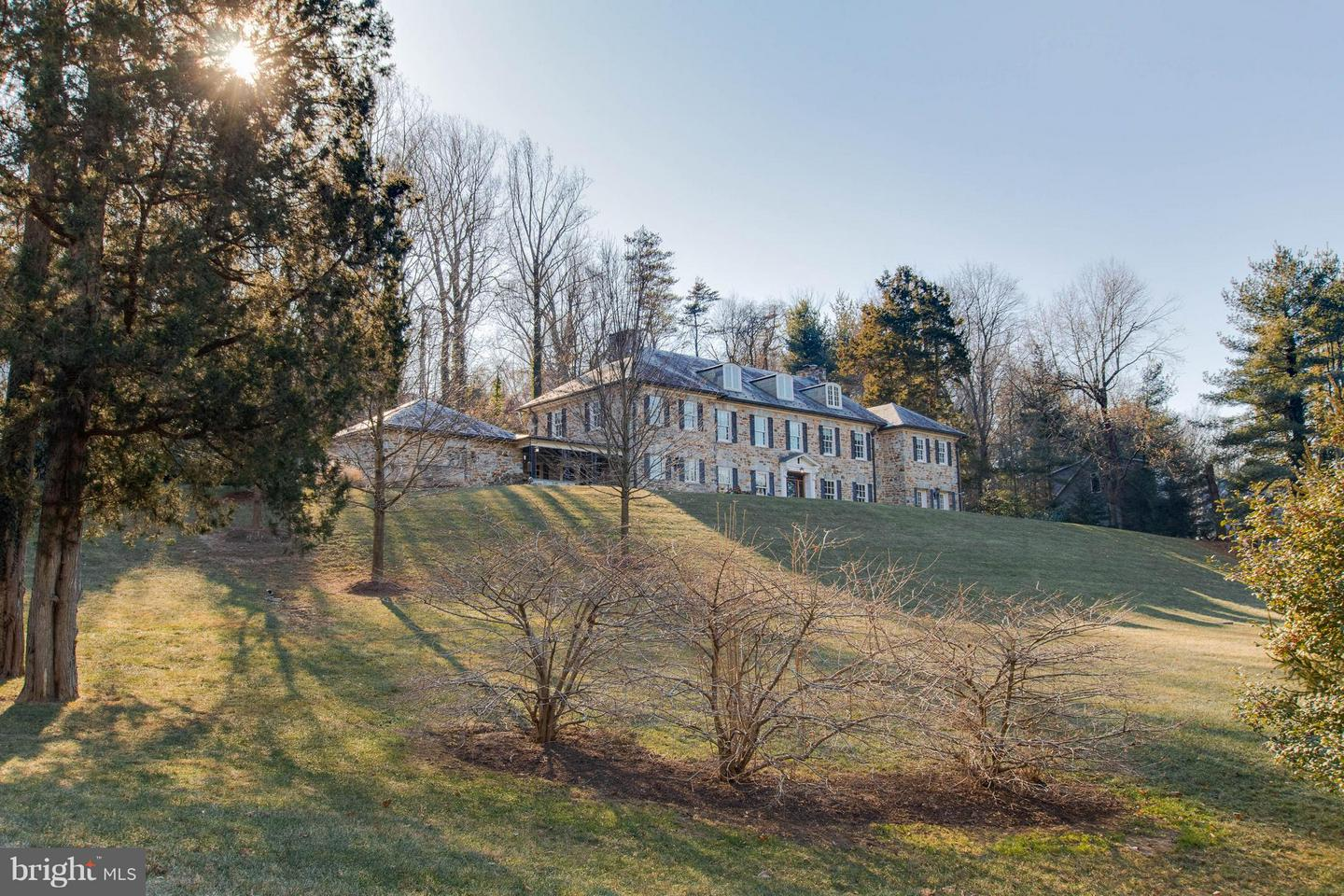 Photo of home for sale at 6610 Darnall Road, Ruxton MD