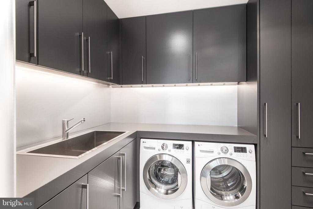 Large laundry room - 2101 CONNECTICUT AVE NW #24, WASHINGTON