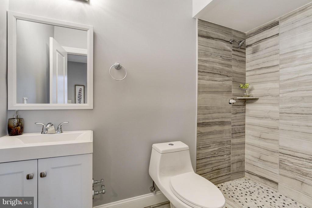 Bath (Master) - 1725 TRINIDAD AVE NE #4, WASHINGTON