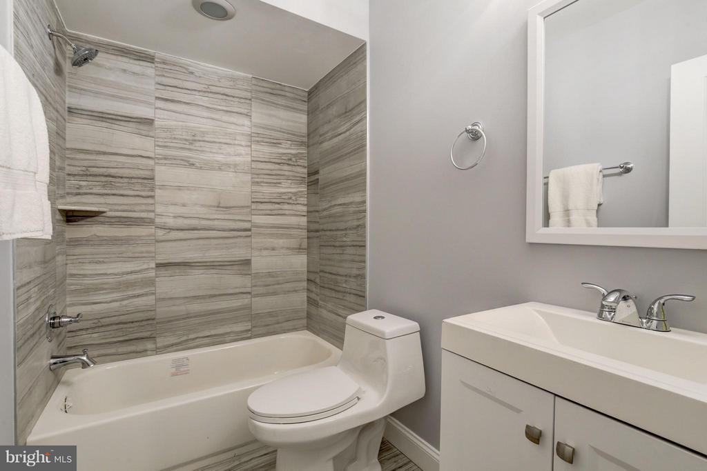 Bath - 1725 TRINIDAD AVE NE #4, WASHINGTON