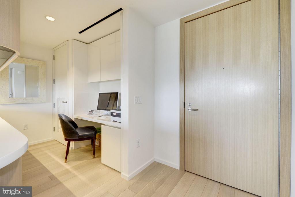Office/Desk Space - 920 I ST NW #1006, WASHINGTON