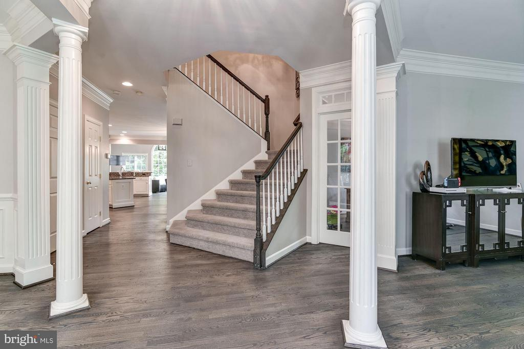 Open Foyer with refinished hardwood - 734 STILL CREEK LN, GAITHERSBURG