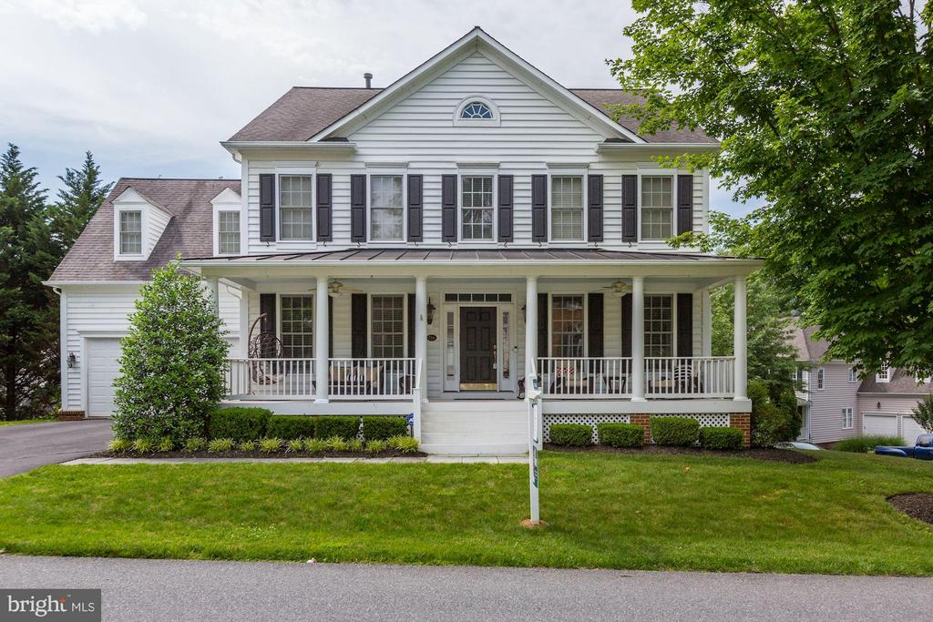 Beautifully landscaped home - 734 STILL CREEK LN, GAITHERSBURG