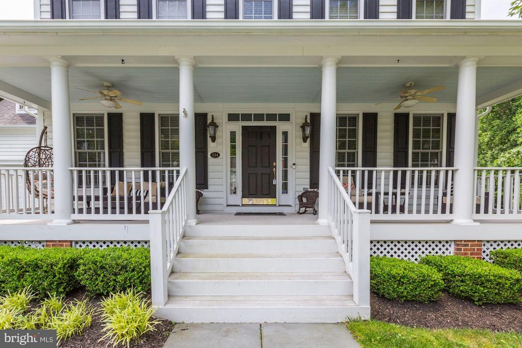 Front porch...ideal for sunny or rainy days! - 734 STILL CREEK LN, GAITHERSBURG
