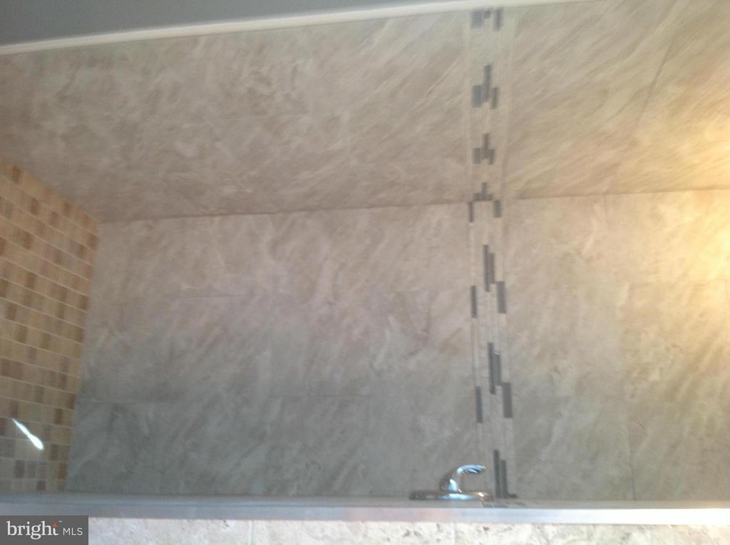 Bath - 325 57TH ST NE, WASHINGTON