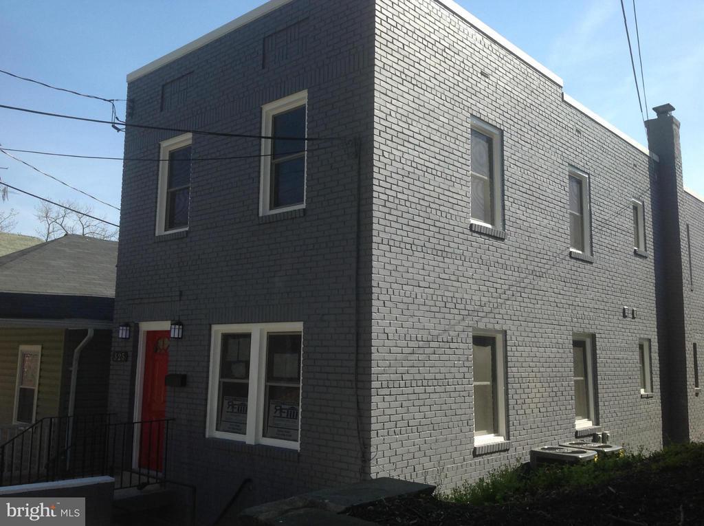 Exterior (Front) - 325 57TH ST NE, WASHINGTON
