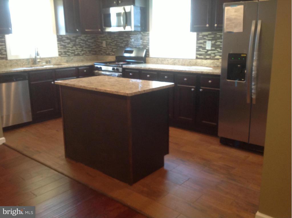 Kitchen - 325 57TH ST NE, WASHINGTON